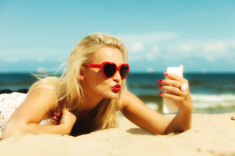 Quels sites de rencontres utiliser pendant les vacances ? - Grazia