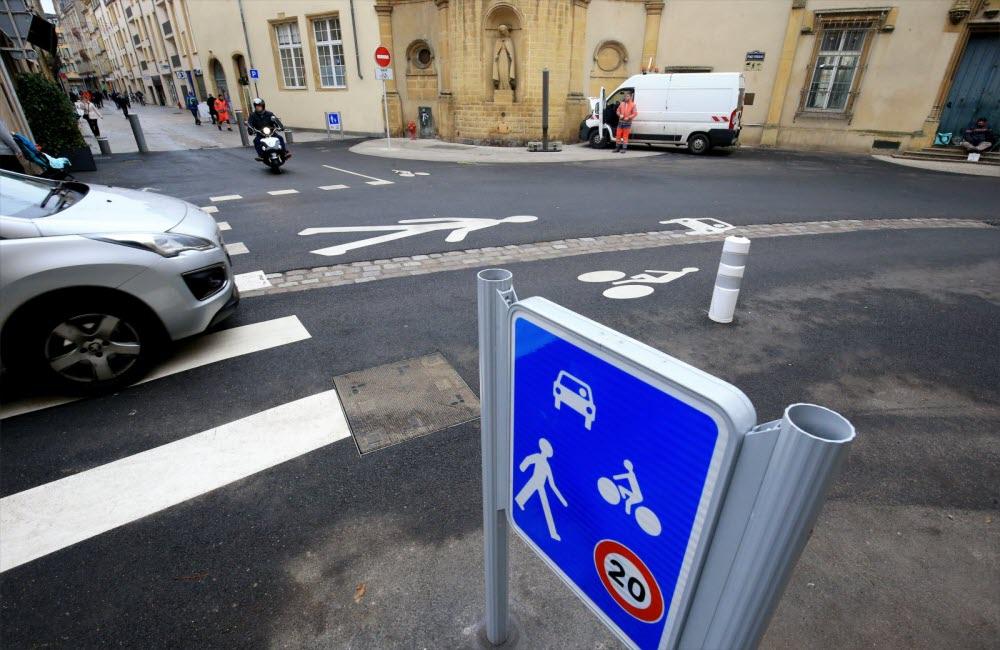Les zones de rencontre : que dit le code de la route ?